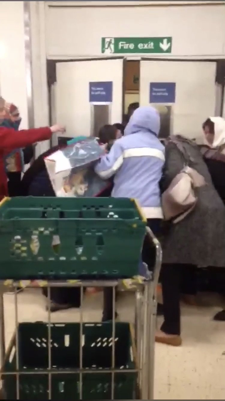 - Still taken form a video showing a fight for food at a Tesco TRIANGLE NEWS 0203 176 5587 // contact@trianglenews.co.uk By Niamh Cavanagh Bizarre footage has emerged of bargain hunters angrily shoving each other out of the way for discounted food. The footage, filmed at a Tesco superstore, shows between eight and 13 people forcefully pushing into one another when a worker brings out a trolley of cheap grub. While waiting for the discounted items to be brought out, one woman tells another to ?step back? while using her hand to push her back. - Permissions granted for distribution