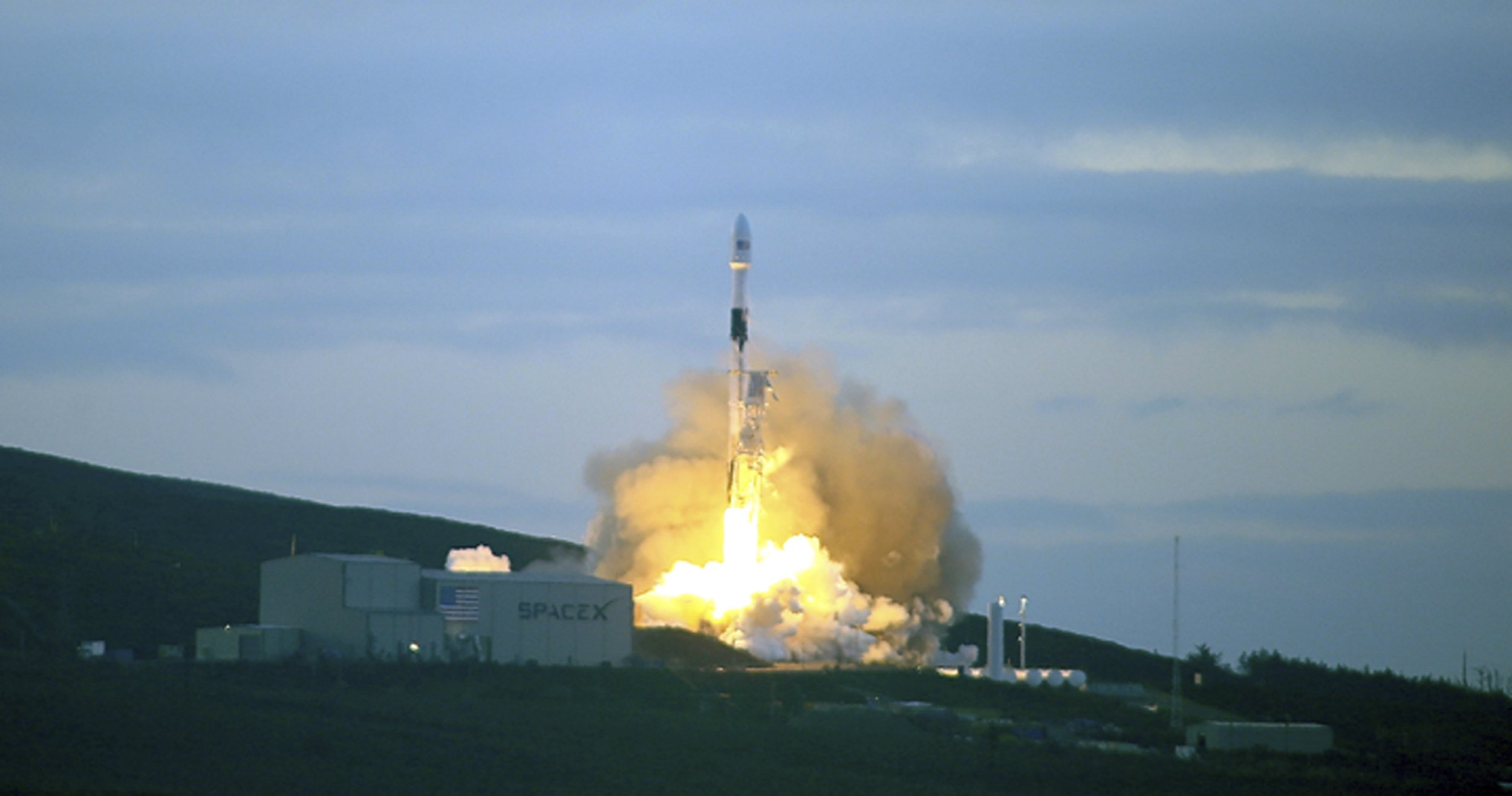 """A SpaceX Falcon 9 rocket blasts off from Vandenberg Air Force Base, Calif., delivering 10 satellites to low-Earth orbit on Friday, Jan. 11, 2019, completing a two-year campaign by Iridium Communications Inc. to replace its original fleet with a new generation of mobile communication technology and added global aircraft tracking capability. The Falcon 9 rocket blasted off from Vandenberg at 7:31 a.m. and arced over the Pacific west of Los Angeles. The previously used first stage was recovered again with a bullseye landing on a """"droneship"""" in the ocean while the upper stage continued on to orbit. (AP Photo/Matt Hartman)"""