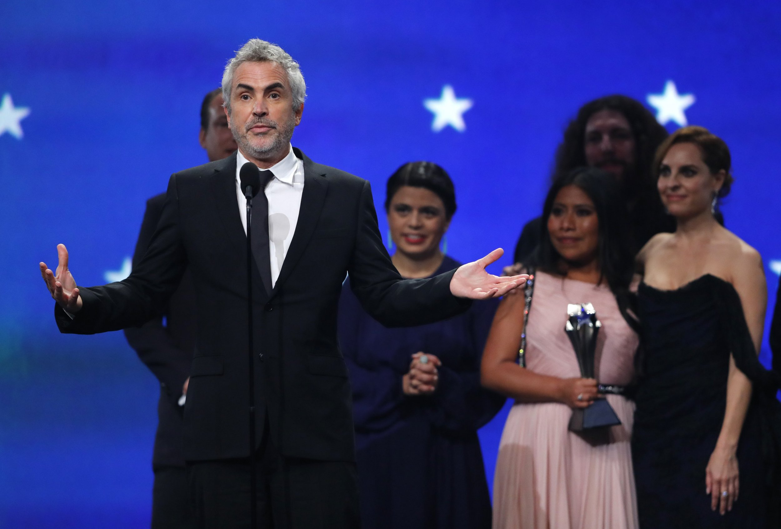 """24th Critics Choice Awards - Show - Santa Monica, California, U.S., January 13, 2019 - Director Alfonso Cuaron speaks after winning the award for Best Picture for """"ROMA."""" REUTERS/Mike Blake"""