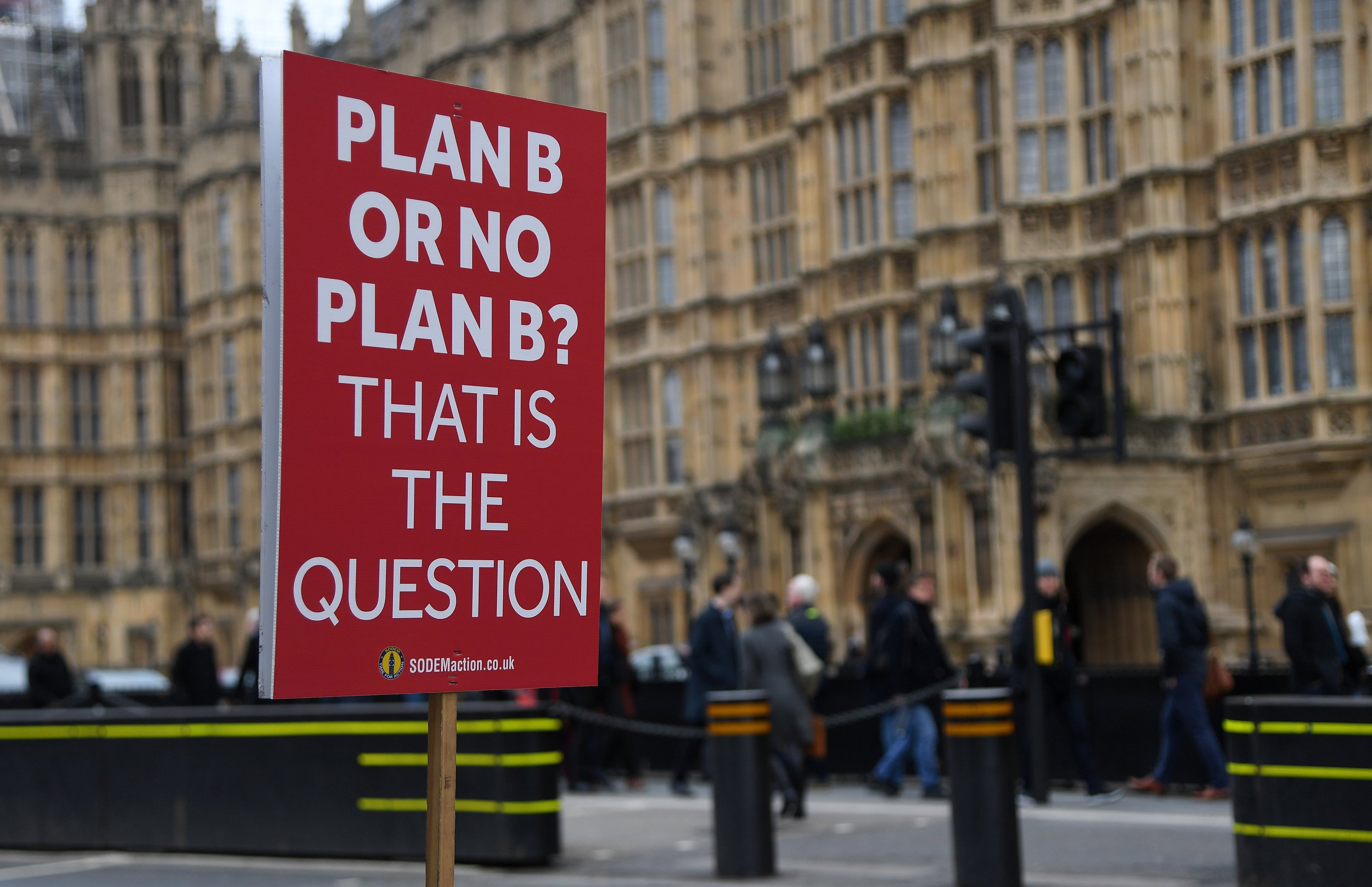 epa07312258 A pro EU placard outside parliament in London, Britain, 23 January 2019. British Prime Minister Theresa May has presented her Plan B for Brexit to parliament. and Parliamentarians will vote on her Brexit deal on 29 January 2019. EPA/ANDY RAIN