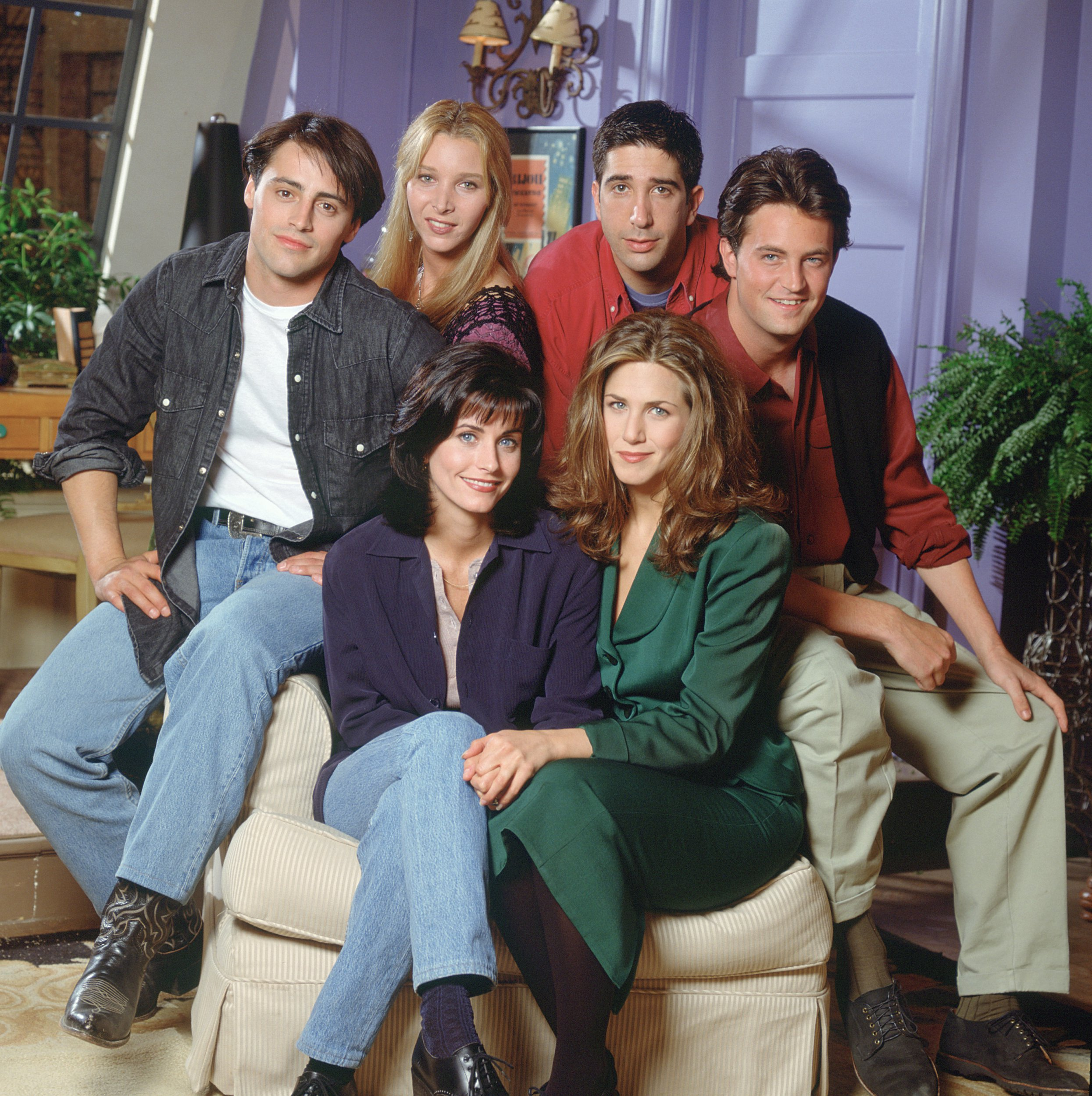 FRIENDS -- Pictured: (clockwise from bottom left) Courteney Cox Arquette as Monica Geller, Matt LeBlanc as Joey Tribbiani, Lisa Kudrow as Phoebe Buffay, David Schwimmer as Ross Geller, Matthew Perry as Chandler Bing, Jennifer Aniston as Rachel Green -- (Photo by Reisig & Taylor/NBC/NBCU Photo Bank via Getty Images)