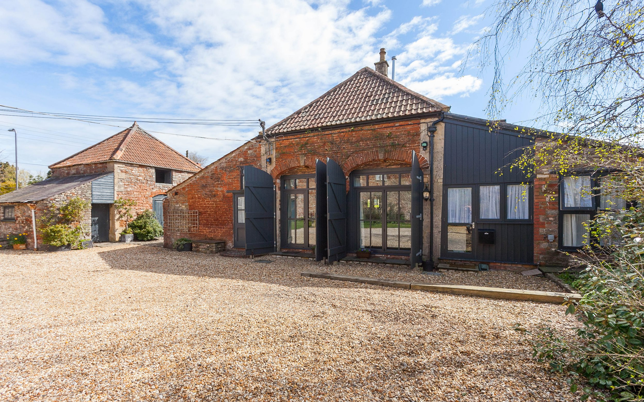 BNPS.co.uk (01202 558833) Picture: LodestoneProperty/BNPS A 300-year-old home that has hosted royalty and been a cattle market before it became a successful B&B is now on the market for ?950,000. The Old Parsonage was built in 1680 and when the house was owned by the Duchy of Cornwall for 200 years both Edward VIII and George VI stayed there while on royal duties in the area. The historic building in Farrington Gurney, Somerset, has also been home to clergy and a hotel and restaurant in its past.