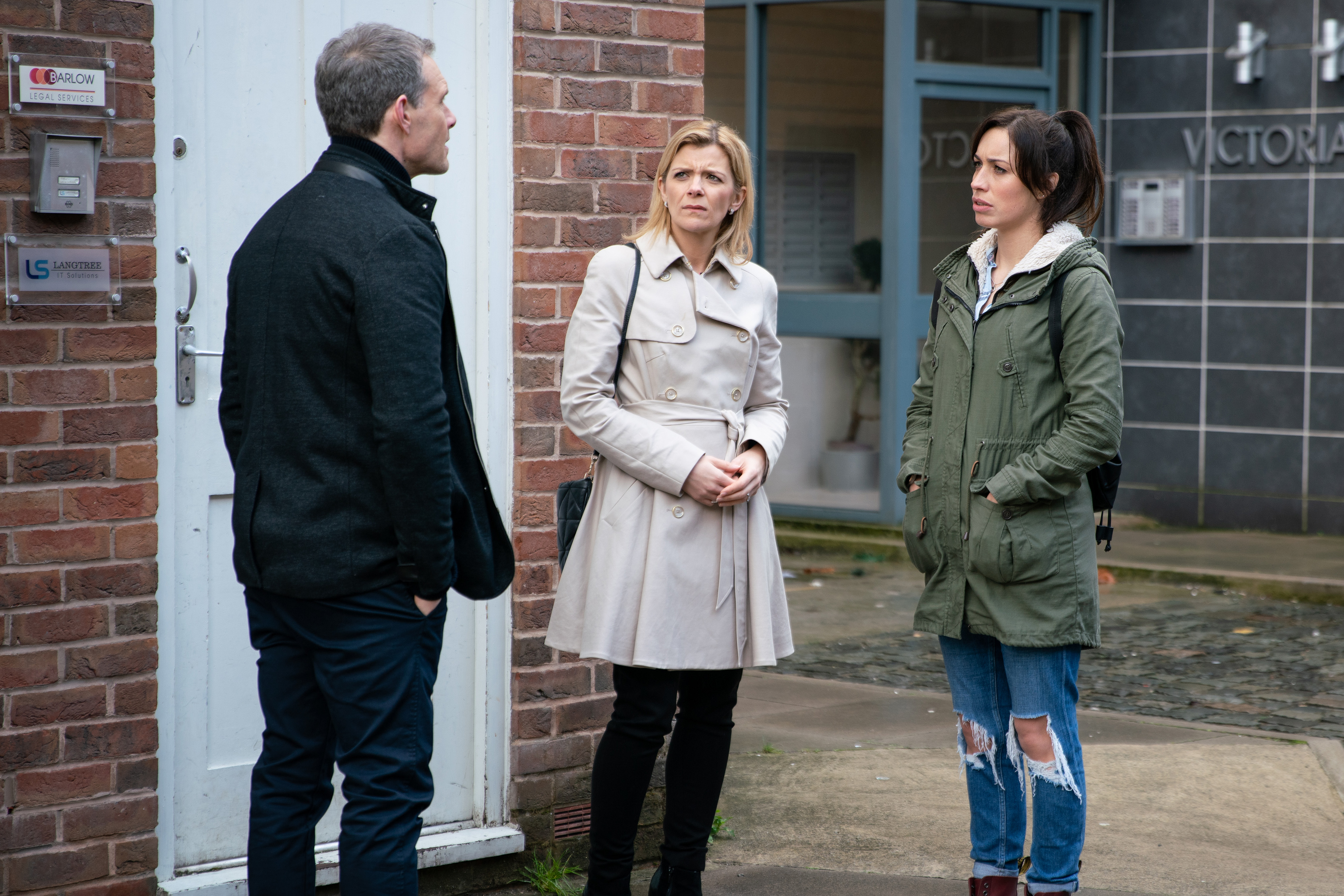 Does Leanne decide to dump Nick?