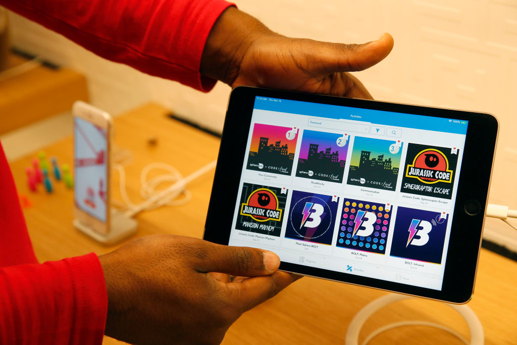 Apple 'in early stages' of creating game subscription service