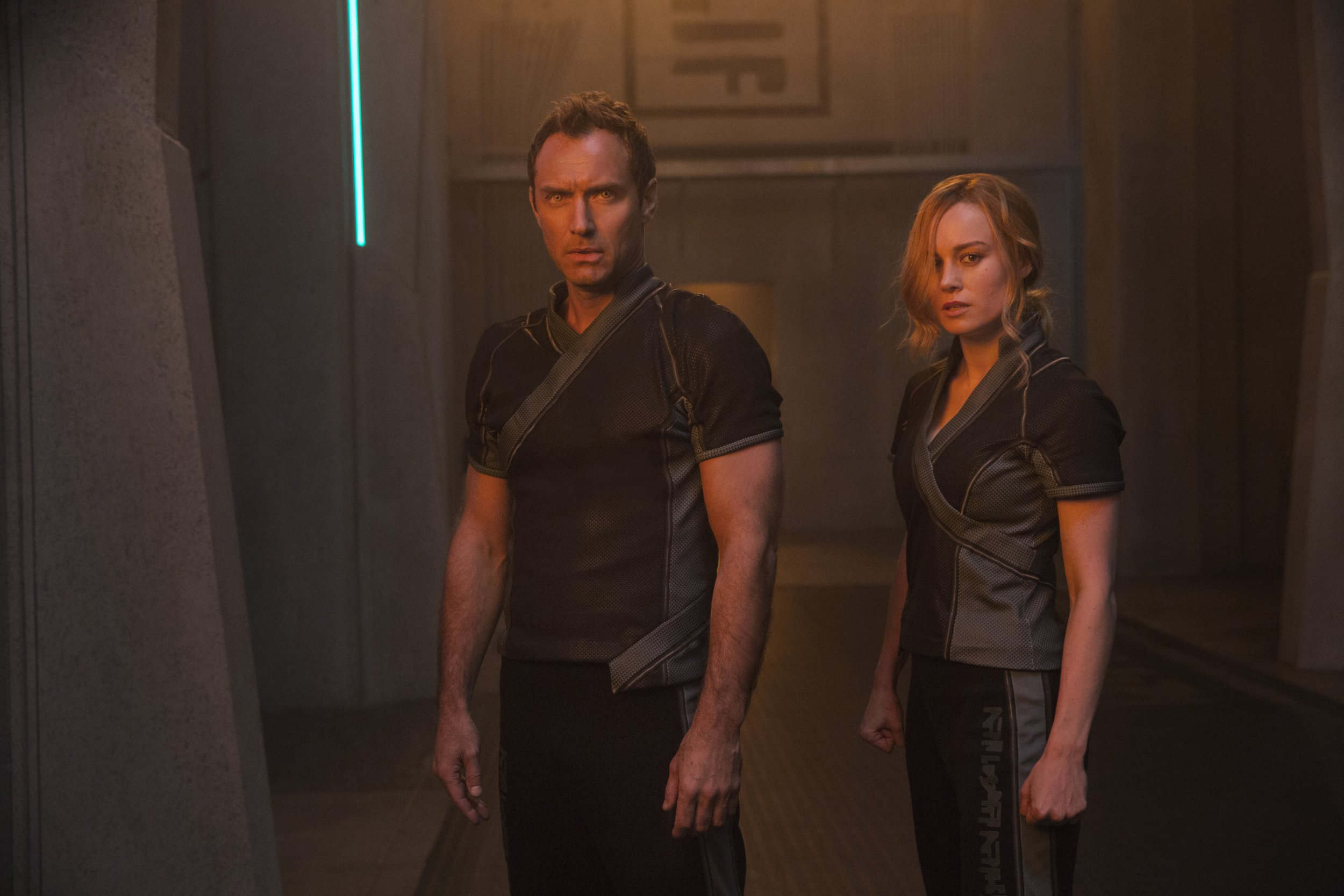 Marvel Studios' CAPTAIN MARVEL..L to R: Leader of Starforce (Jude Law) and Carol Danvers/Captain Marvel (Brie Larson)..Photo: Chuck Zlotnick..??Marvel Studios 2019