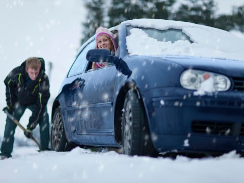 What to do if you end up stranded in the snow while driving
