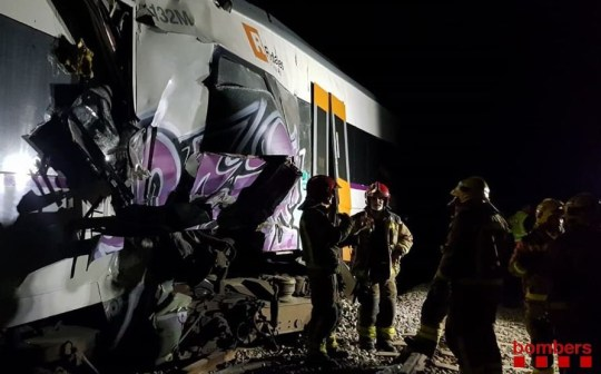 Two passenger trains rammed head-on into each other on a track near Barcelona on Friday, killing one person and injuring about 100 others, most of them slightly, authorities said. The commuter trains collided in the evening between the towns of Sant Vicenc de Castellet and Manresa, northwest of Barcelona, emergency services for the region of Catalonia said in a tweet