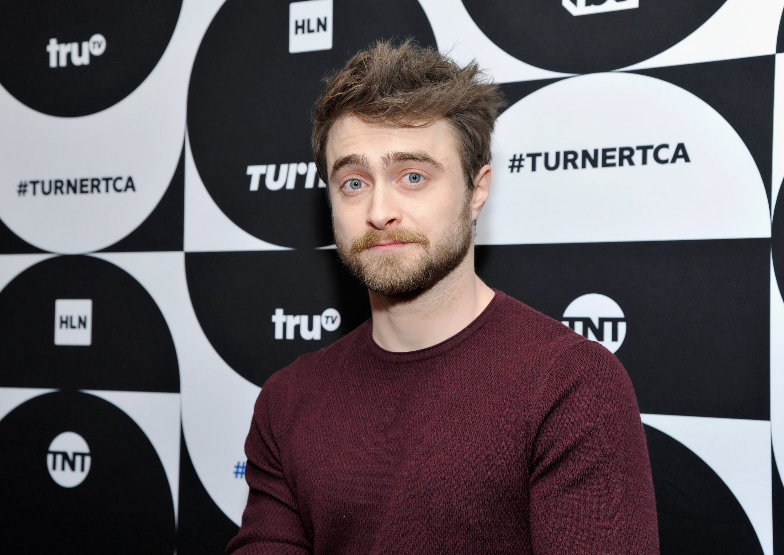 PASADENA, CA - FEBRUARY 11: Daniel Radcliffe of the television show 'Miracle Workers' poses in the green room during the TCA Turner Winter Press Tour 2019 at The Langham Huntington Hotel and Spa on February 11, 2019 in Pasadena, California. 505702 (Photo by John Sciulli/Getty Images for Turner)
