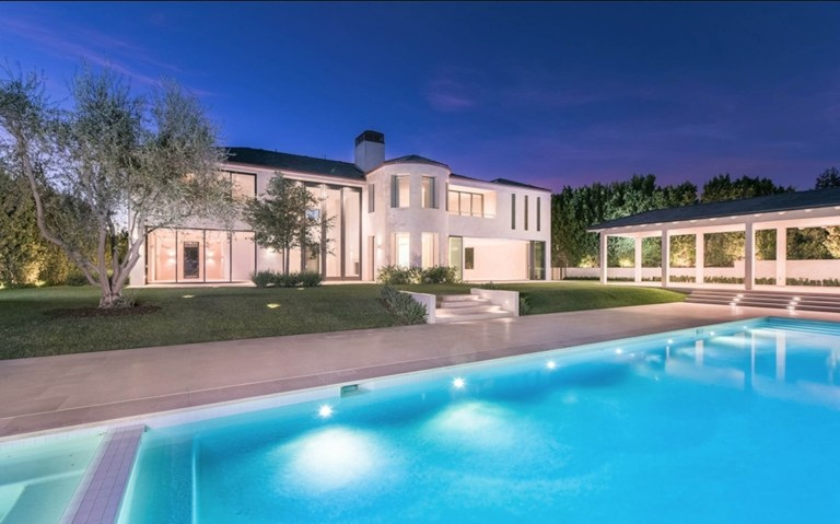 Bel Air, - Kim Kardashian and Kanye West sell their Bel Air house for $17.8 million dollars. Pictured: General View BACKGRID UK 8 NOVEMBER 2017 UK: +44 208 344 2007 / uksales@backgrid.com USA: +1 310 798 9111 / usasales@backgrid.com *UK Clients - Pictures Containing Children Please Pixelate Face Prior To Publication*