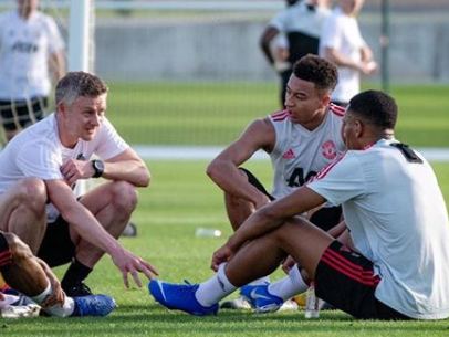 Ole Gunnar Solskjaer tutoring Manchester United strikers in extra training sessions