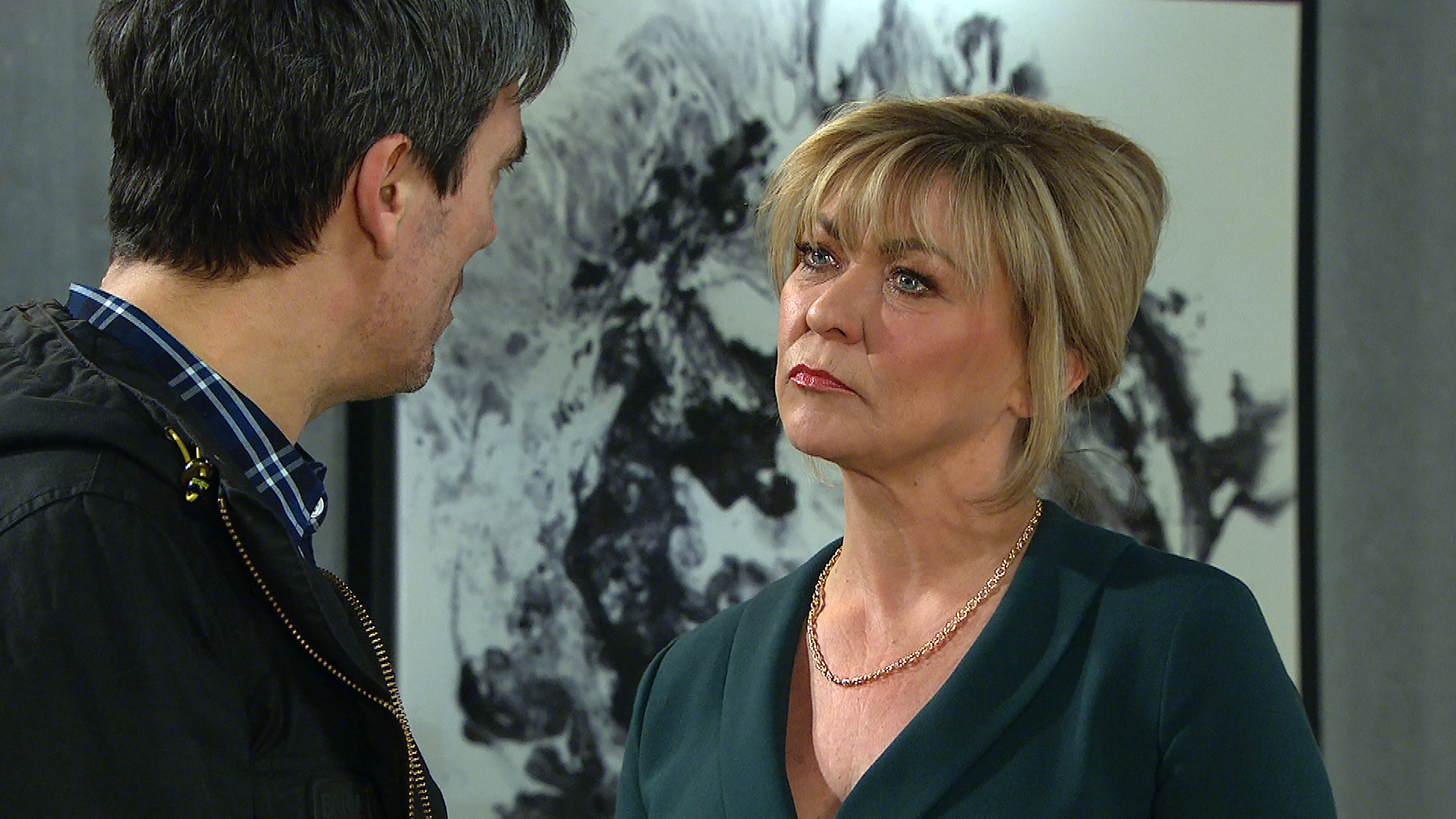Kim squares up to Cain in Emmerdale