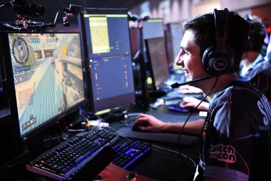 Apex Legends streamer Shroud passes 100k Twitch subscribers | Metro News