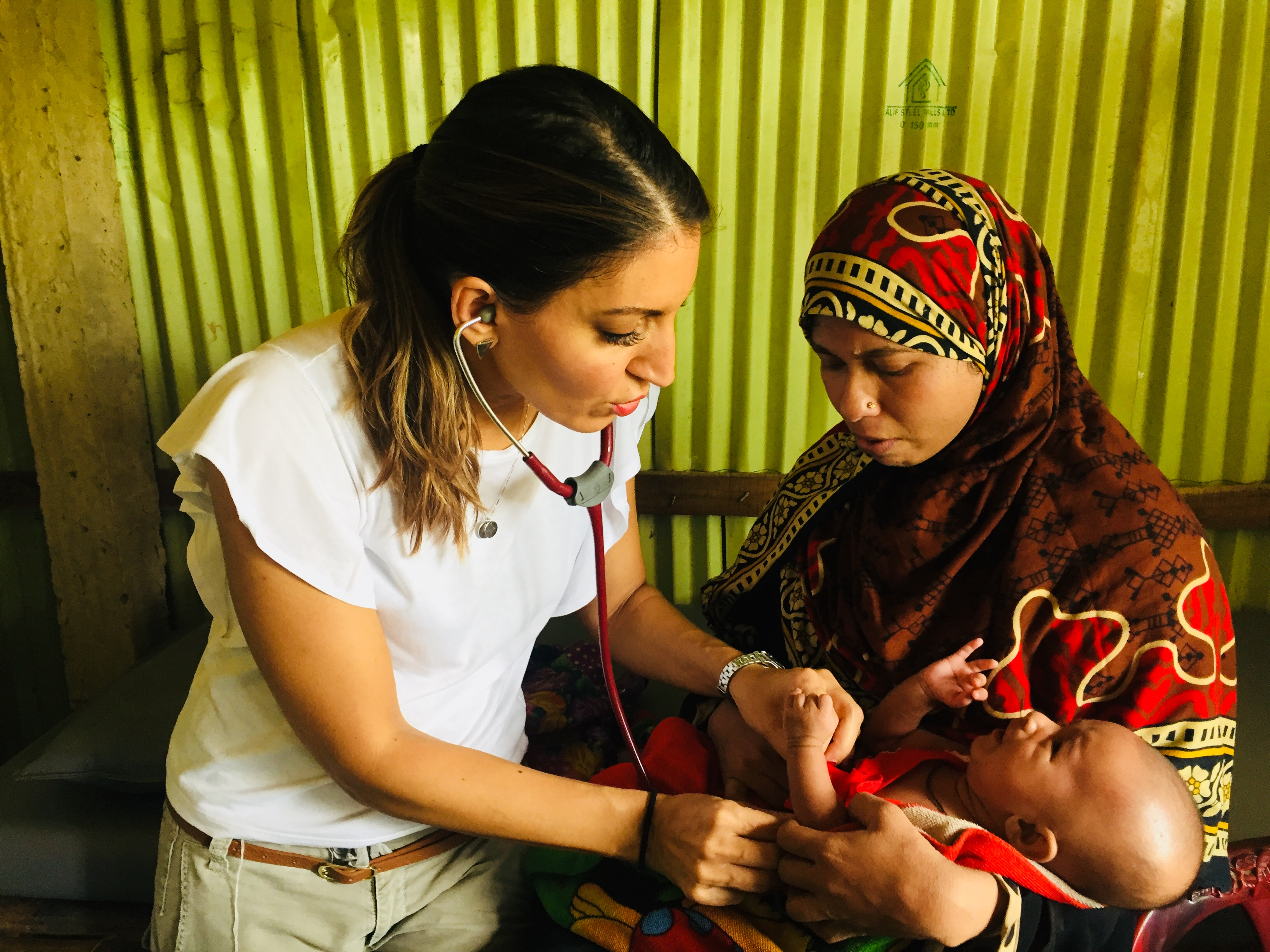 Dr Rosena Allin-Khan MP visits a camp for Rohingya women