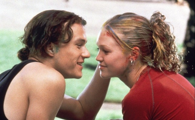 "FILMS : ""10 THINGS I HATE ABOUT YOU"" (1999). QUALITY: 2ND GENERATION 10 THINGS I HATE ABOUT YOU-- Heath Ledger as Patrick Verona (left) with Julia Stiles as Cat Stratford in 10 Things I Hate About You. FOR FURTHER INFORMATION CONTACT THE BUENA VISTA PRESS OFFICE ON TEL: 0181 222 16532828/1221 FAX: 0181 222 2494"
