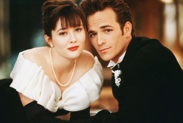 Shannen Doherty, Luke Perry (DEAD 3/2019) Beverly Hills 90210 - 1990-2000 Spelling Television Editorial use only. No book cover usage. Mandatory Credit: Photo by Spelling/Kobal/REX/Shutterstock (5884781h)