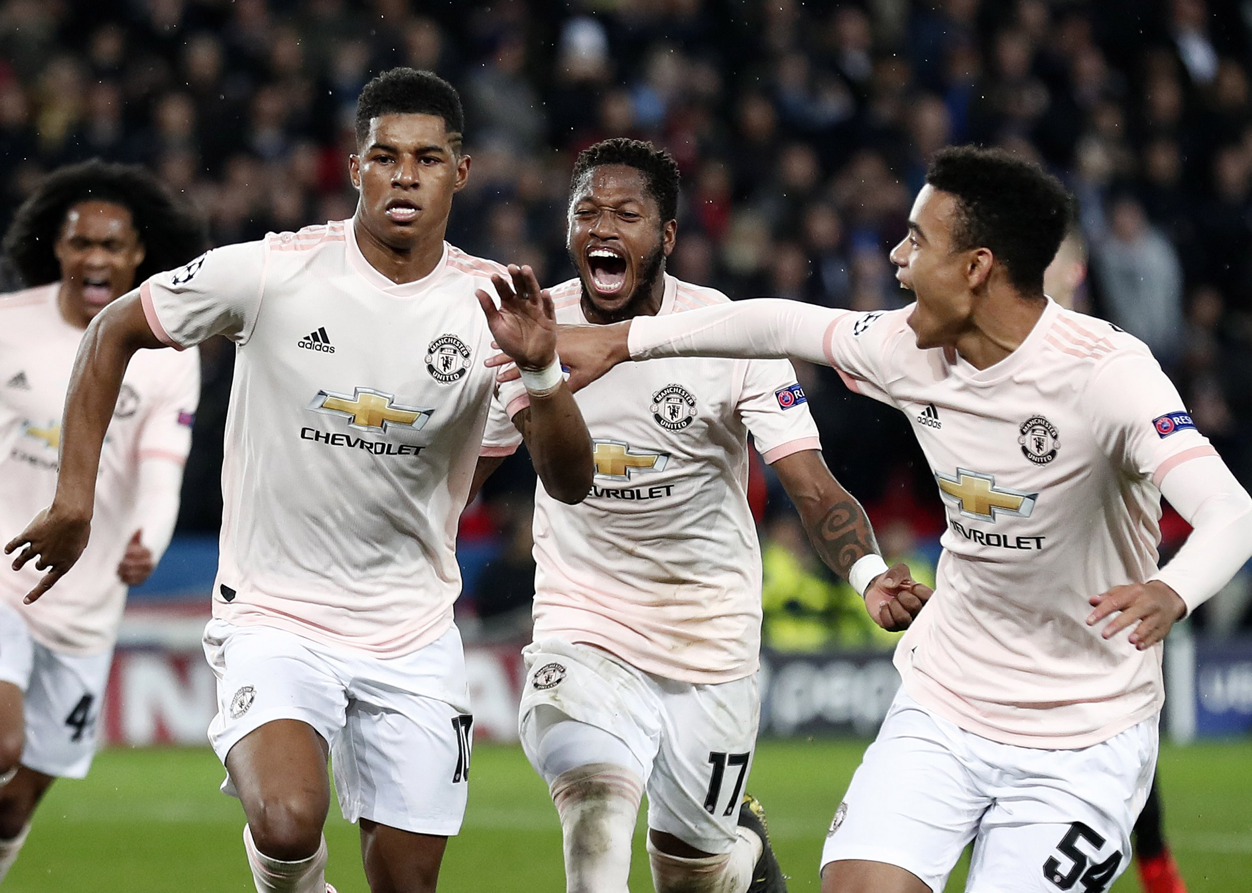 epa07418265 Manchester's Marcus Rashford (L), Fred (C) and Mason Greenwood (R) celebrate the 3-1 lead during the UEFA Champions League round of 16 second leg soccer match between PSG and Manchester United at the Parc des Princes Stadium in Paris, France, 06 March 2019. EPA/IAN LANGSDON