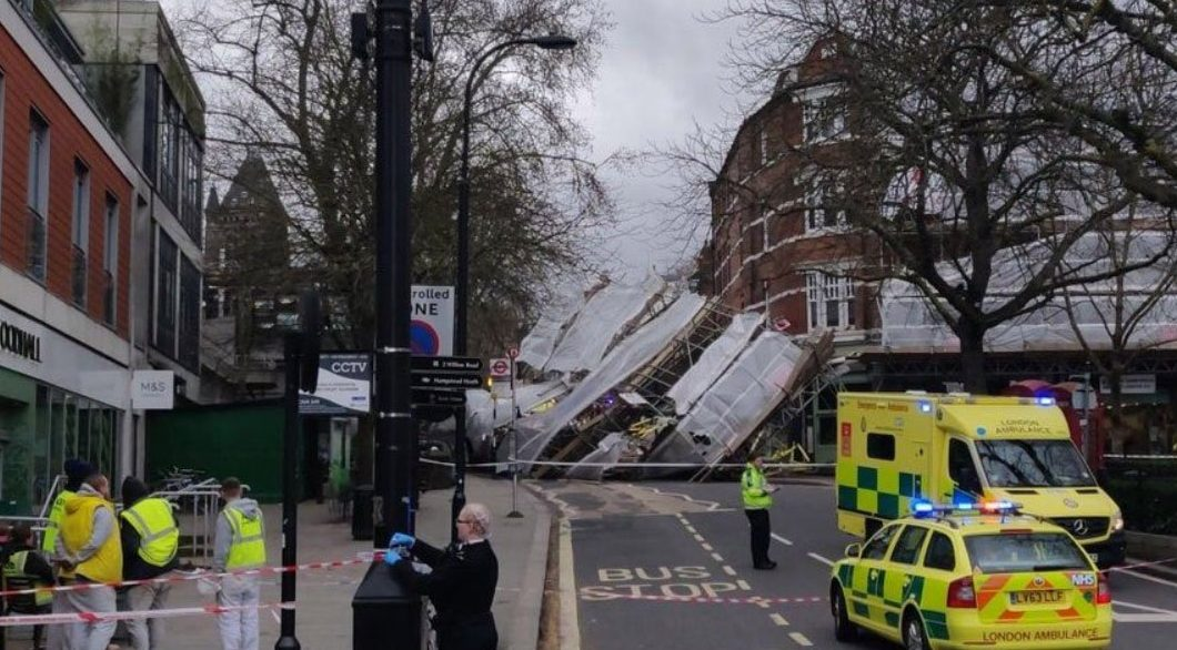 London 999 Feed ??? @999London 5m5 minutes ago #Camden Scaffolding collapsed off building on Pond Street #NW3 near to Royal Free hospital