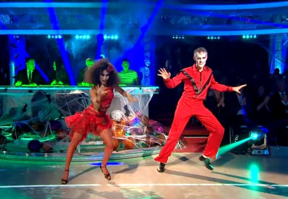 Strictly Come Dancing will still play MJ songs despite Leaving Neverland Provider: BBC Source: https://www.youtube.com/watch?v=1kxiu9h0uQ0