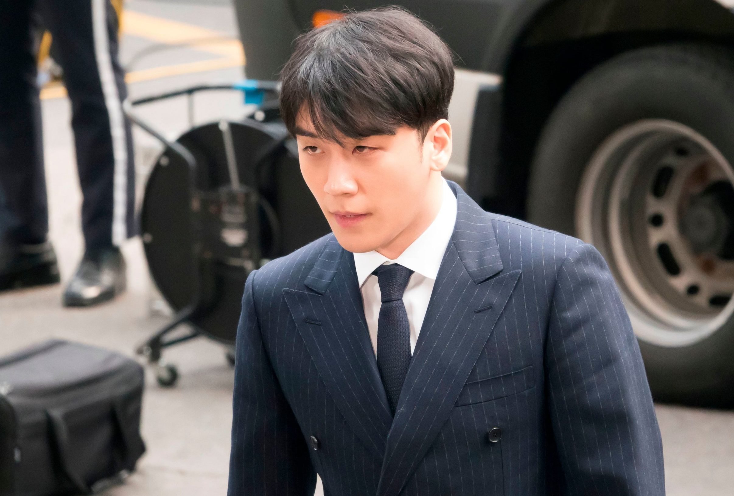 Mandatory Credit: Photo by Aflo/REX (10155579o) Lee Seung-hyun, a member of K-pop child rope BIGBANG, arrives during a Seoul Metropolitan Police Agency for military doubt over sex-for-favors allegations in Seoul, South Korea. Seungri qeustioned over sex-for-favors allegations, Seoul, South Korea - 14 Mar 2019 He is indicted of arranging passionate services for intensity investors in a nightclub in Seoul.