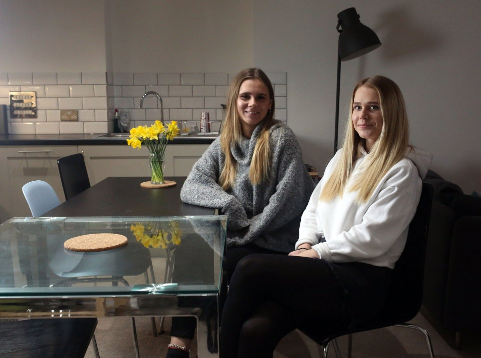LONDON, UNITED KINGDOM, MARCH 14TH 2019. WHAT I RENT: ST PAUL'S Tenants Harriet Welsher (left) and Hannah Dace (right) are pictured in their open plan living room /kitchen in their three bedroomed flat in St Paul's in the City of, London, 14th March 2019. All four flatmates pay ?850 each not including bills or council tax. Photo credit: Susannah Ireland