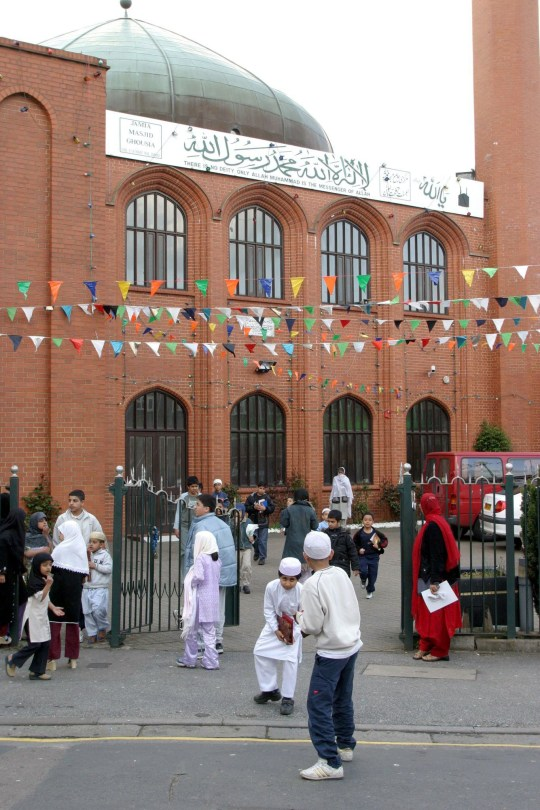 Mandatory Credit: Photo by Jonathan Player/REX/Shutterstock (510132d) The Central Mosque in Luton LUTON MUSLIMS, LUTON, ENGLAND - 22 APR 2004