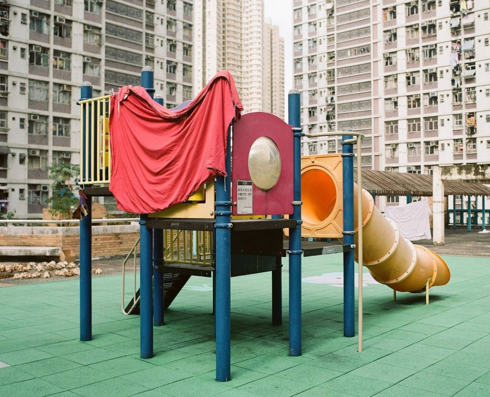 Photographer, Jimmi Ho, captures the inventive ways the residents of Hong Kong use the local environment to dry their laundry