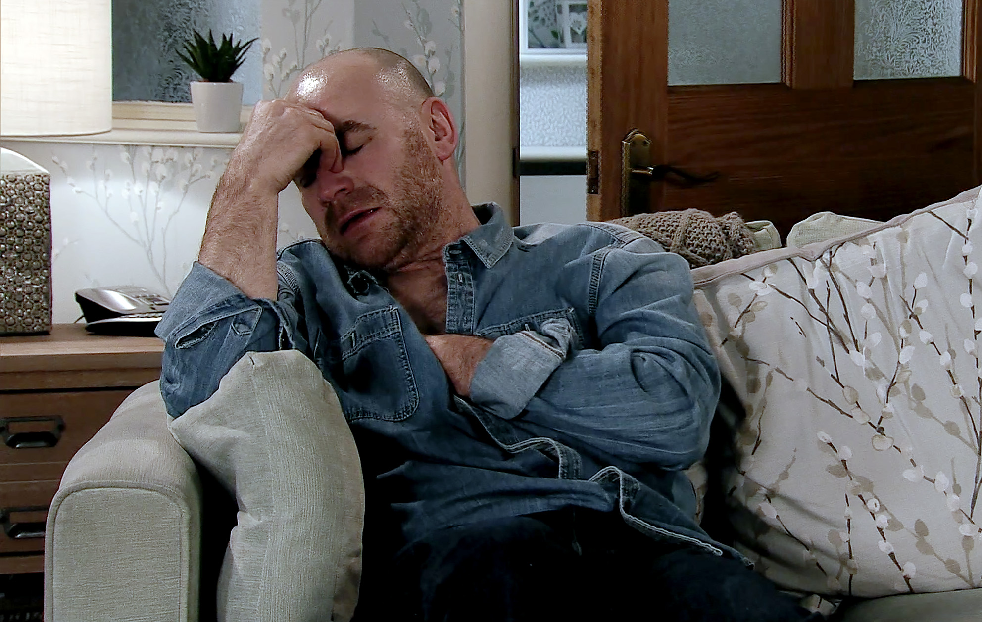 Tim has a heart attack in Coronation Street