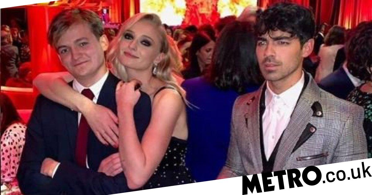 Game Of Thrones Series 8 Sophie Turner Shacks Up With Joffrey At