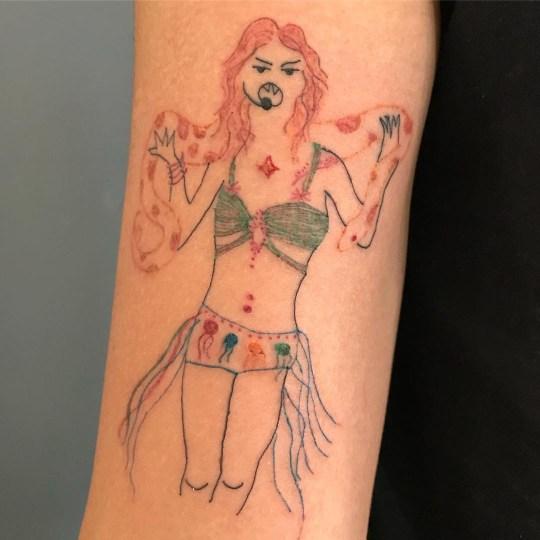 People love this woman's badly done tattoos Provider: Malfeitona Source: https://www.instagram.com/malfeitona/
