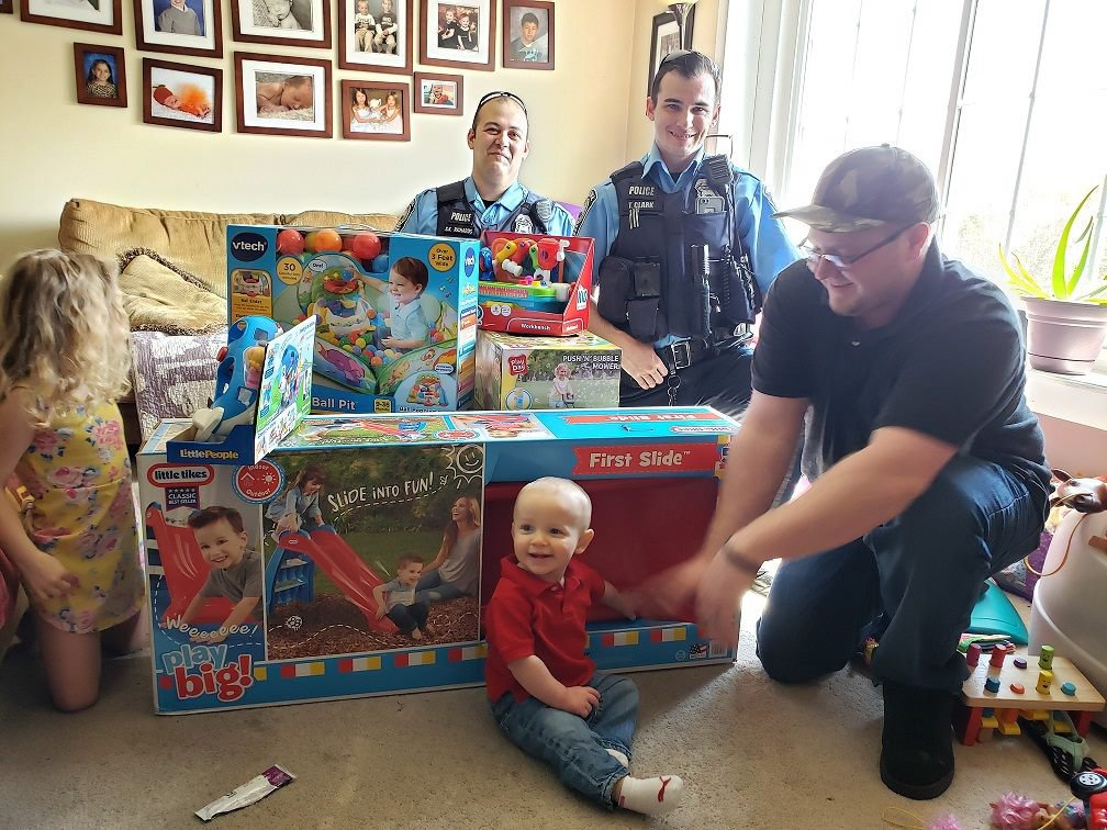 Kind police officers replace all of this baby's birthday presents after they were stolen from his mum's car