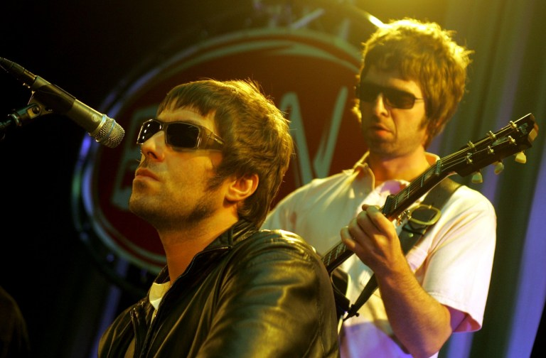 NETHERLANDS - JUNE 01: Photo of Noel GALLAGHER and Liam GALLAGHER and OASIS; Liam Gallagher & Noel Gallagher performing live onstage (Photo by Paul Bergen/Redferns)