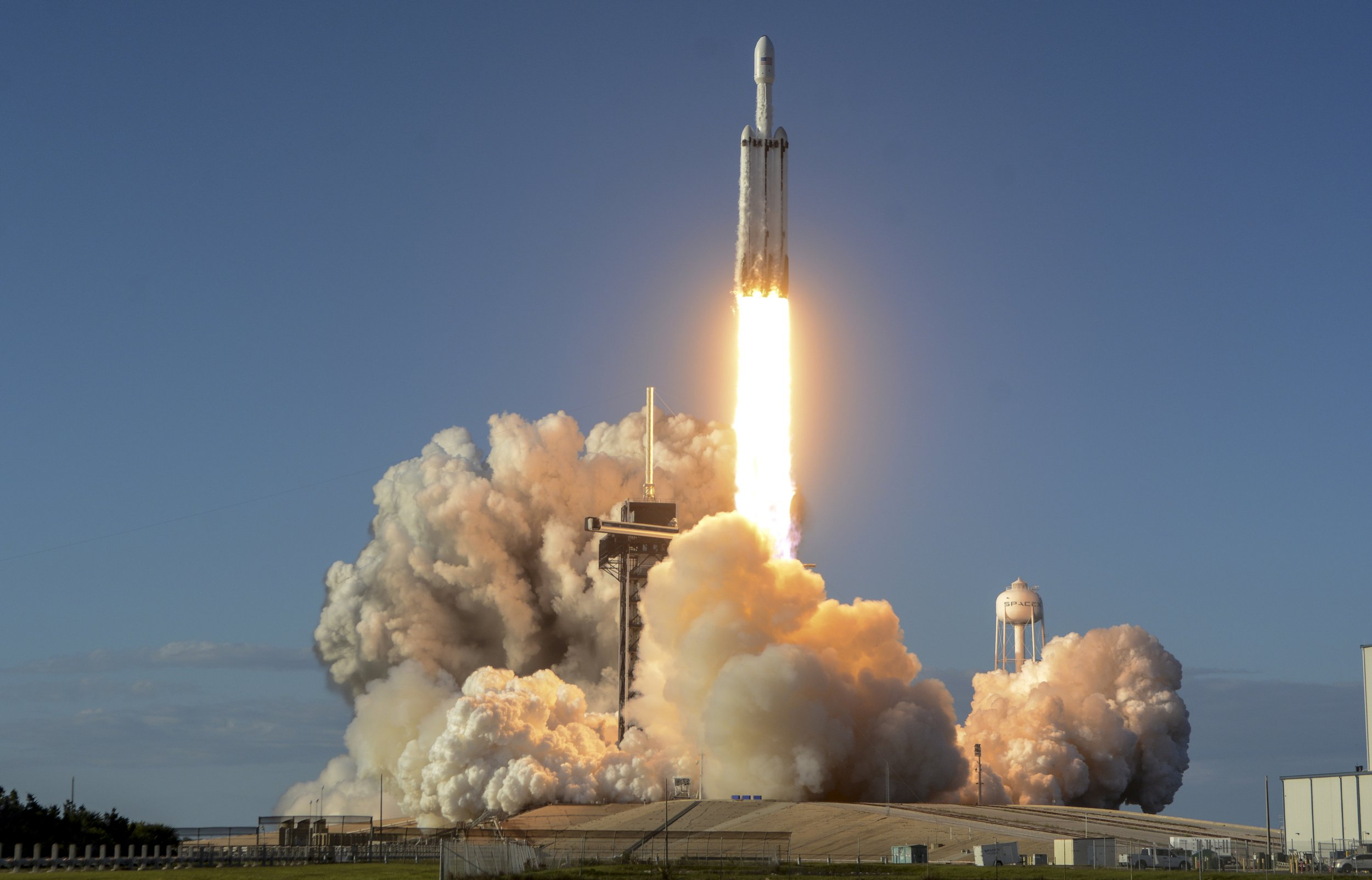 SpaceX successfully launches Falcon Heavy – and nails the landing