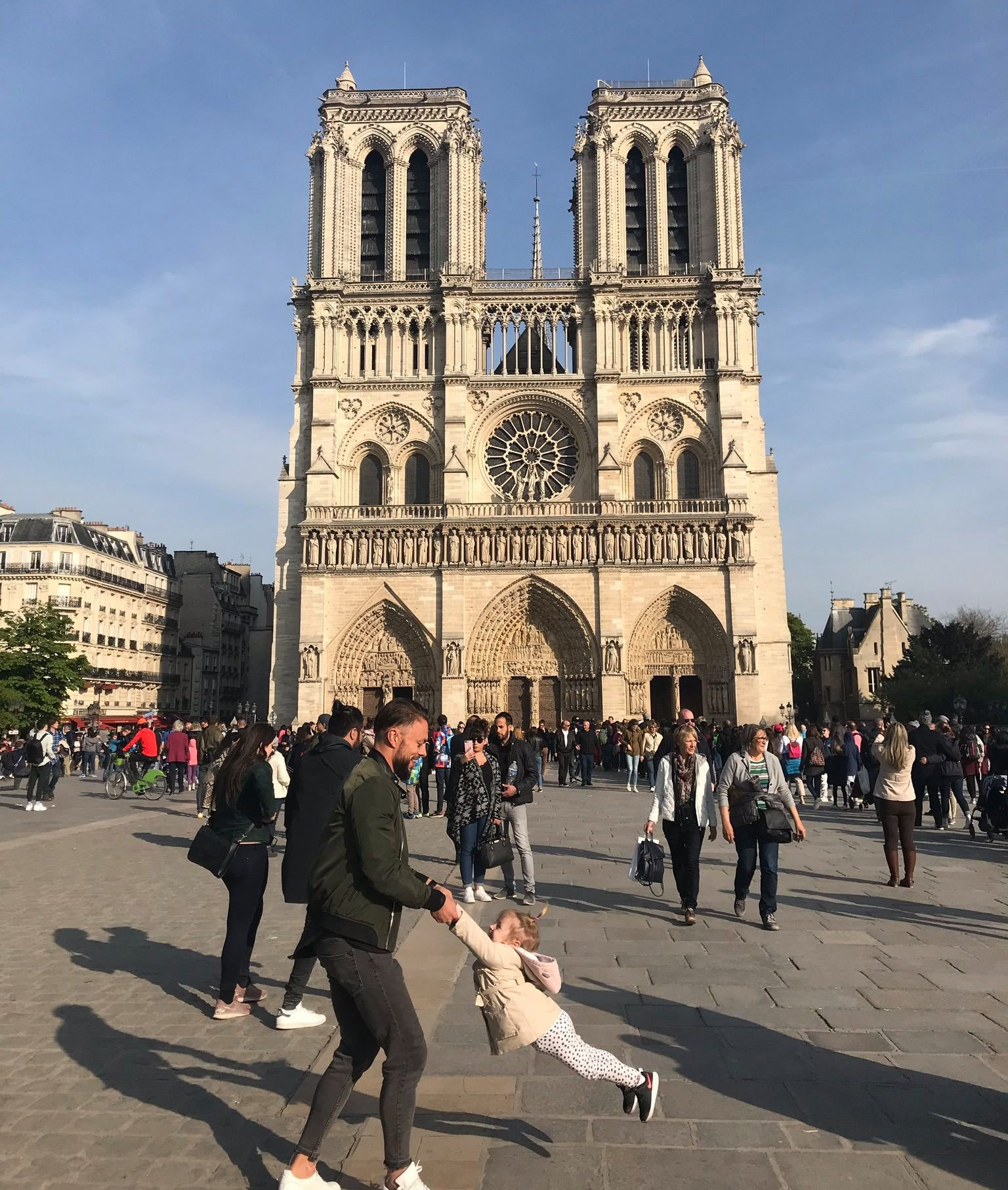 A dad and little girl's last picture in front of Notre Dame just an hour before it set on fire (Picture: Brooke Windsor/Twitter)