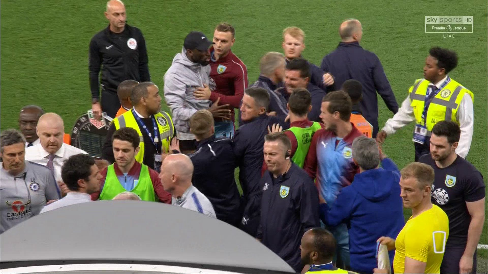 Maurizio Sarri insulted by Burnley bench to spark tunnel melee after Chelsea draw