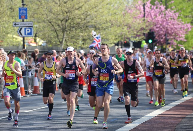 runners taking part in the london marathon