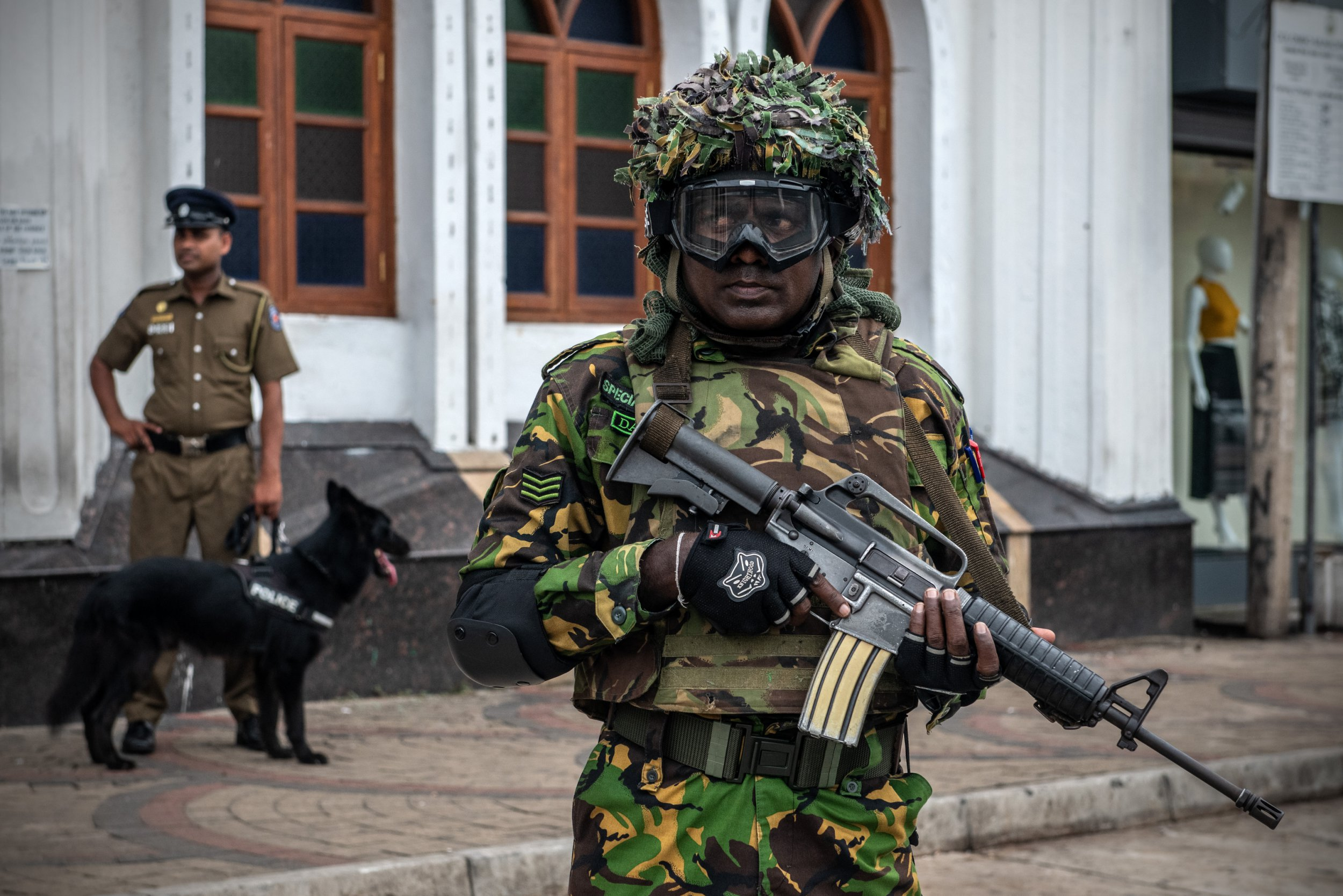 COLOMBO, SRI LANKA - APRIL 26: Police Special Task Force officers patrol outside Dawatagaha Jumma Masjid during Friday prayers on April 26, 2019 in Colombo, Sri Lanka. The Sri Lankan Health Ministry revised the death toll from the deadly terror attacks on Easter Sunday to 253 after coordinated attacks on three churches and three luxury hotels in the Colombo area and eastern city of Batticaloa, injuring hundreds. Based on reports, six foreign police agencies and Interpol, including Scotland Yard from the UK and the FBI from the US, are currently assisting local police as the Islamic State group claimed responsibility for the attacks although there has been no public evidence of direct involvement. (Photo by Carl Court/Getty Images)