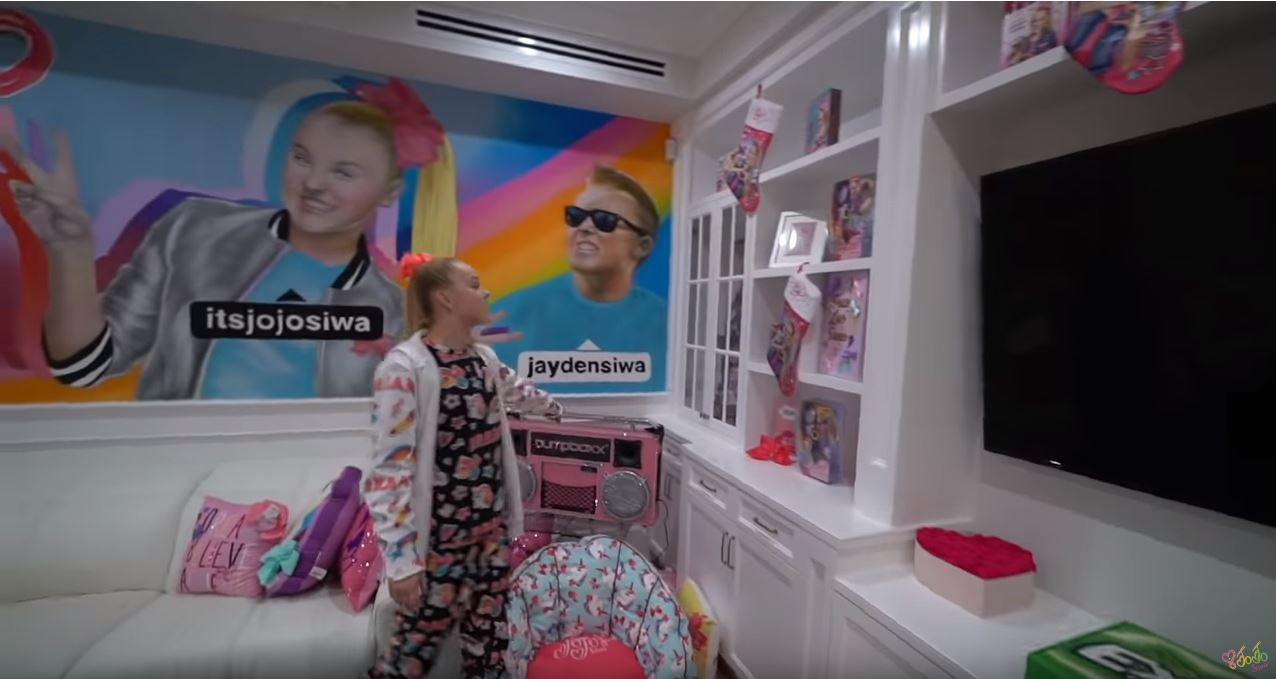 Inside Youtuber Jojo Siwa S House As She Collaborates With North