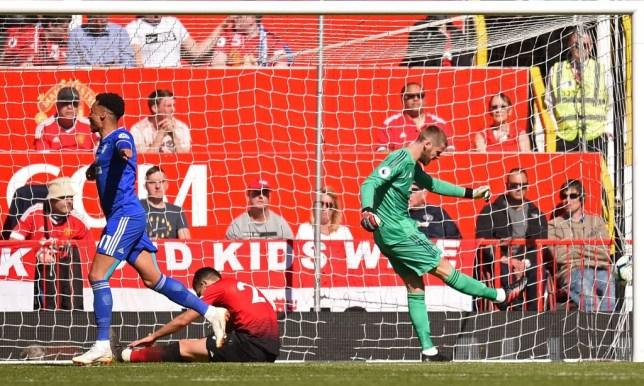 David de Gea reacts to conceding a goal against Cardiff
