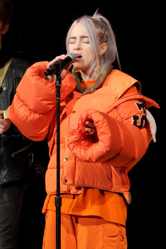 Billie Eilish Wears Baggy Clothes So People Can T Judge Her Body Metro News