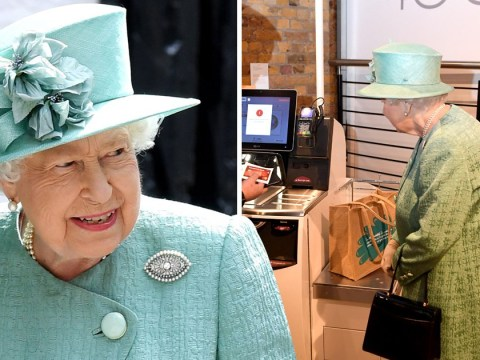 Queen asks if one can 'cheat' as she tries self-service till for very first time