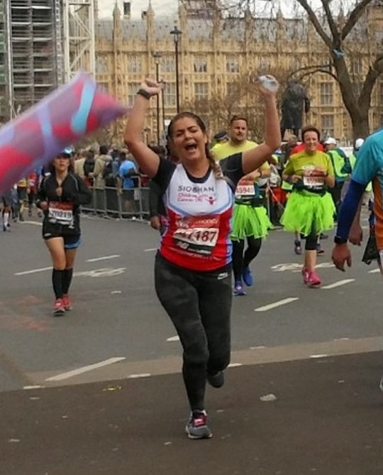 25e6dabf7 Woman ran 18 miles of the London Marathon with a broken ankle ...