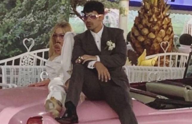 Wedding In Vegas.Sophie Turner Didn T Even Tell Her Mum About Her Vegas Wedding