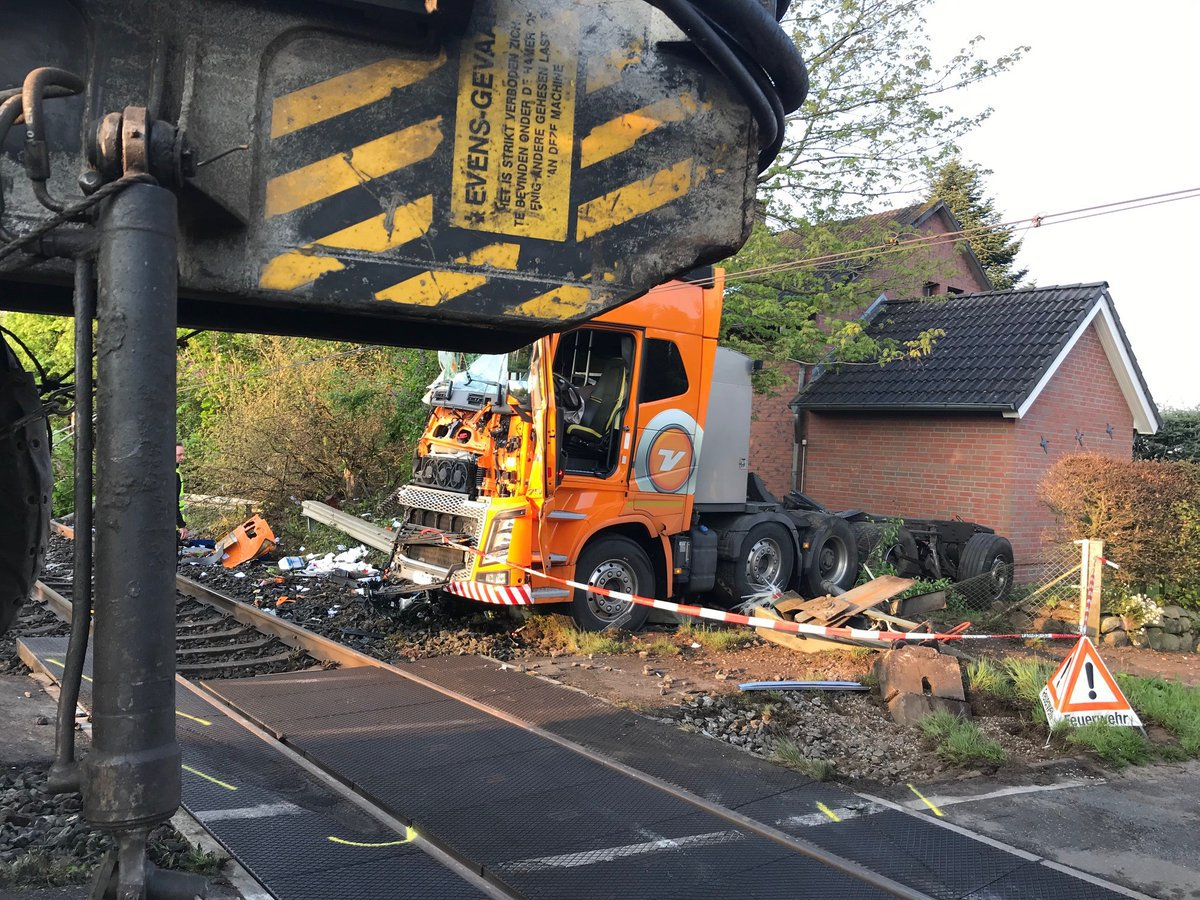 METRO GRAB TWITTER NO PERMISSION Train crash in Rendsberg, Germany https://twitter.com/HDilk/status/1125994983985745920