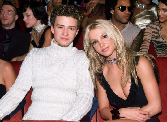 NEW YORK - SEPTEMBER 07: Singers Britney Spears and Justin Timberlake in the audience at the 2000 MTV Music Video Awards in New York, in the United States of America on the 7th of September 2000.(Photo by Dave Hogan/Getty Images)