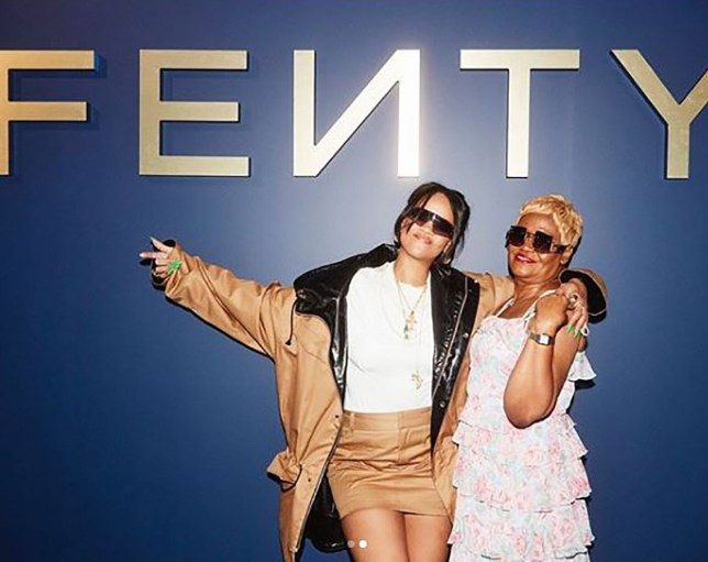 METRO GRAB INSTA Rihanna poses with mum at Fenty launch https://www.instagram.com/p/Bx-truKHwMU/