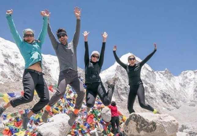 METRO GRAB INSTA Mandy Moore reaches Everest base camp https://www.instagram.com/mandymooremm/