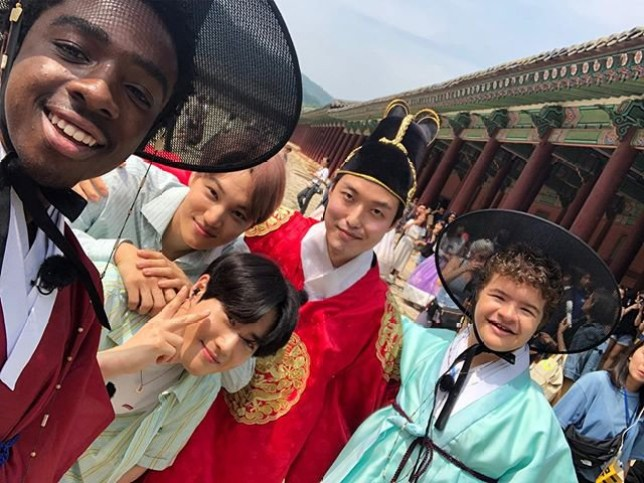 METRO GRAB - Stranger Things cast hang out with K-pop band Exo in Korea From @therealcalebmclaughlin/Instagram https://www.instagram.com/p/By75EeLgbdE/