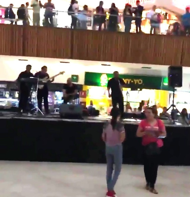 METRO GRAB TWITTERBand plays Titanic theme song as shopping centre floodshttps://twitter.com/MexicansOfLate/status/1137542505761792001