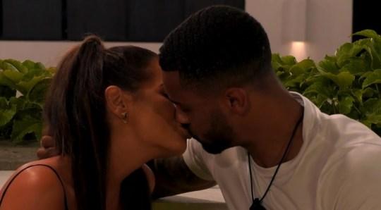 Maura and Dennon kiss on love Island