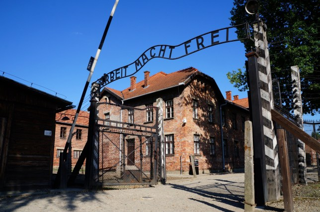 Portes du camp de concentration d'Auschwitz Birkenau, un ancien camp d'extermination nazi